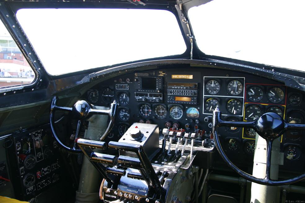 B17 Cockpit  B17 Cockpit